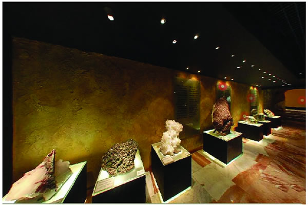 916724dd577 Amsterdam Sauer Jewelry Museum. A museum of Brazilian gemstones. Shows  everything from the mining process to the design of each jewelry. Free  entrance.